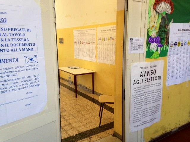 Elezioni 2015, l'affluenza alle urne del ballottaggio a Pietrasanta e Viareggio alle ore 12
