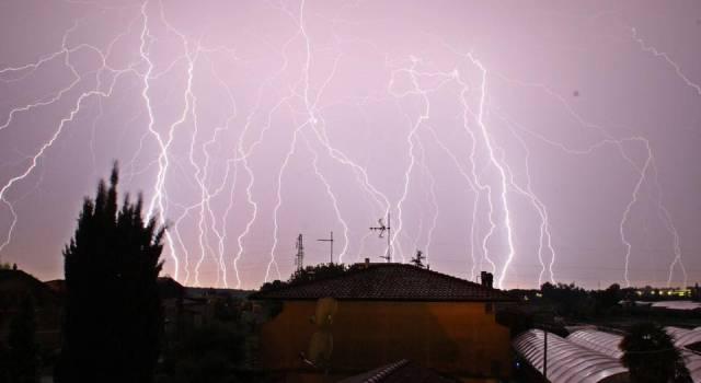 Lo spettacolo dei fulmini in Versilia (le foto)