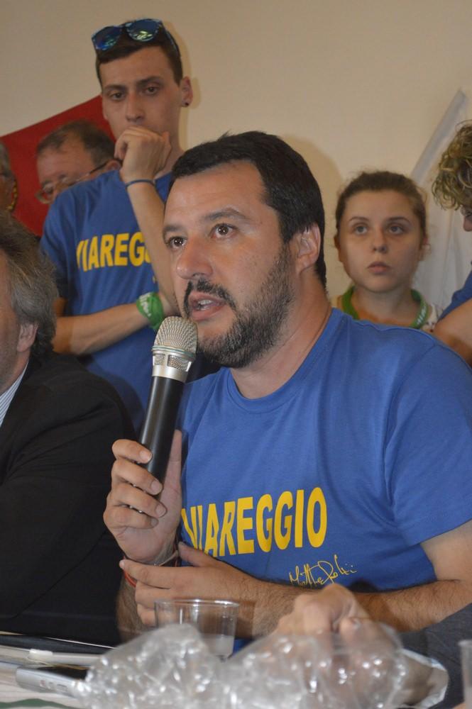 """Salvini: """"Liberiamo Viareggio dai trucchi e dai compagni"""""""