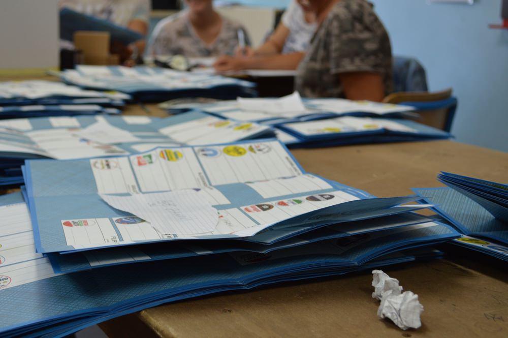 Caos elezioni Viareggio, in una sezione più voti che votanti