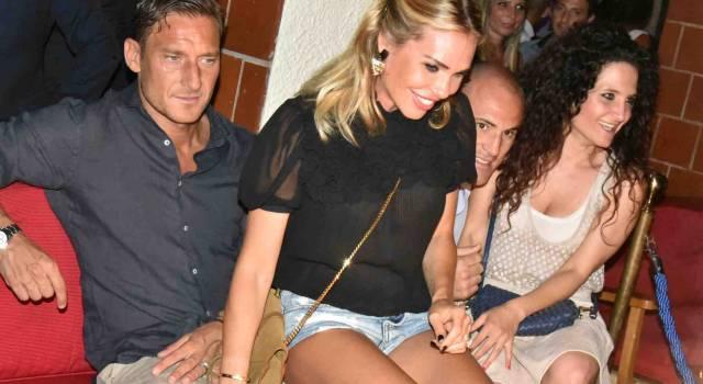 Per Totti e Ilary Blasi week-end a Forte dei Marmi tra svago e selfie