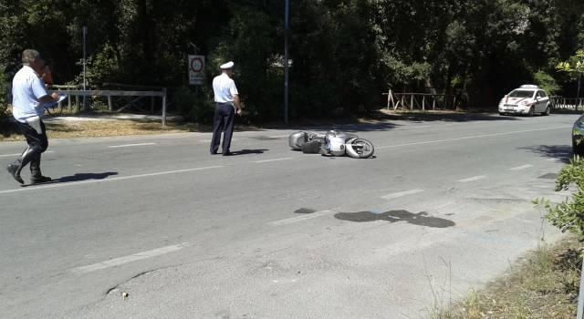 Grave incidente a Torre del Lago: scooterista trasportato a Cisanello