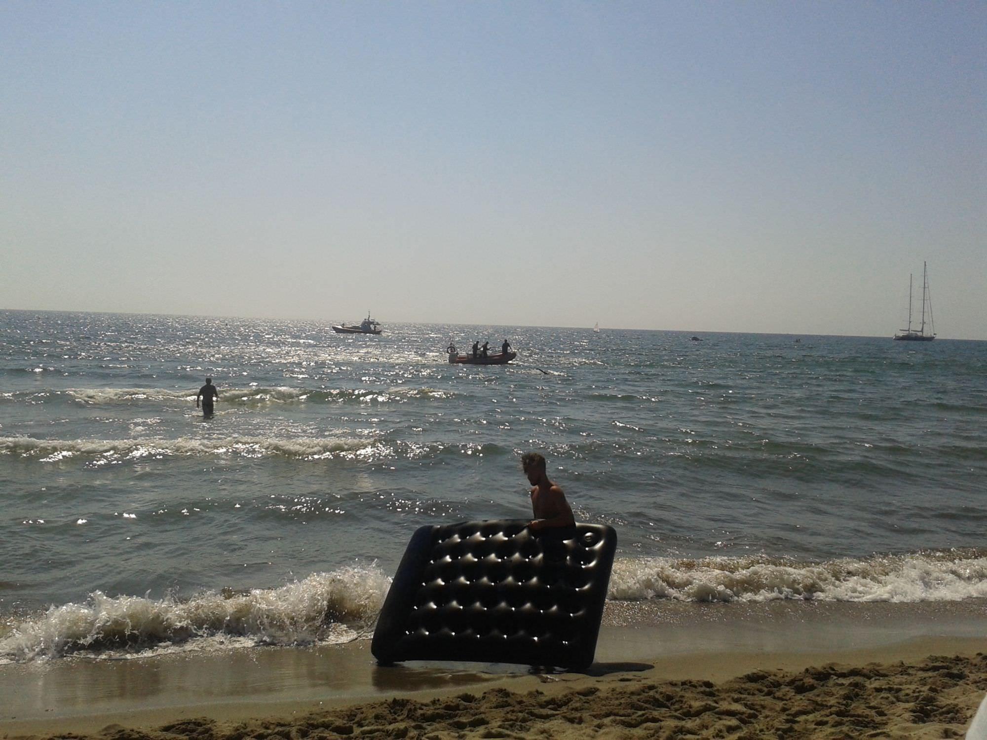 Riprese le ricerche del giovane disperso in mare