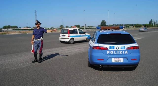 Inseguimento in A12, speronata l'auto della Polstrada: un arresto, cinque banditi in fuga