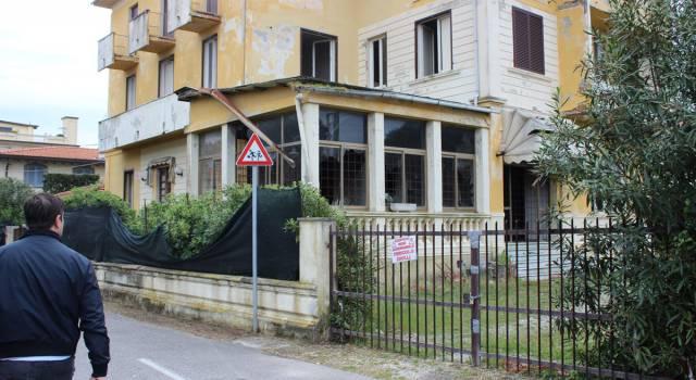 Sigilli all'hotel a Marina di Pietrasanta, mancano i requisiti minimi di igiene