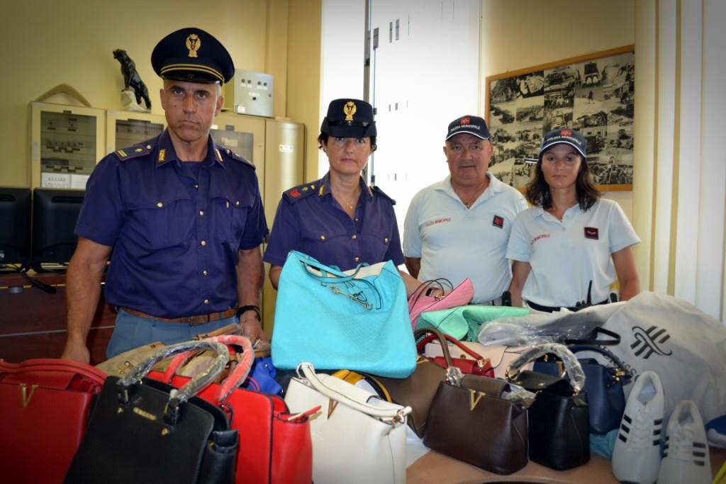 Controlli al mercato di Forte dei Marmi. Sequestrati 69 articoli contraffatti