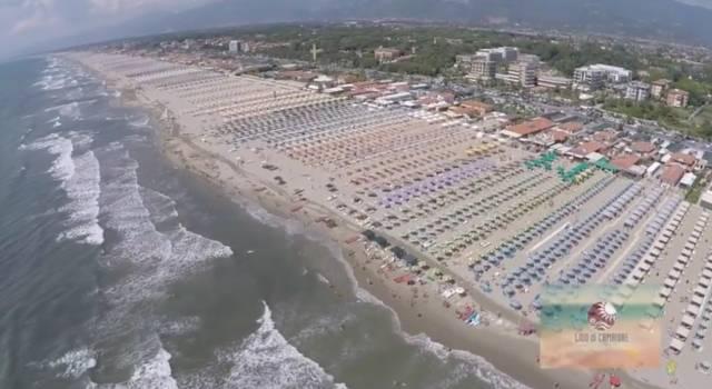 La spiaggia di Lido di Camaiore vista dal drone