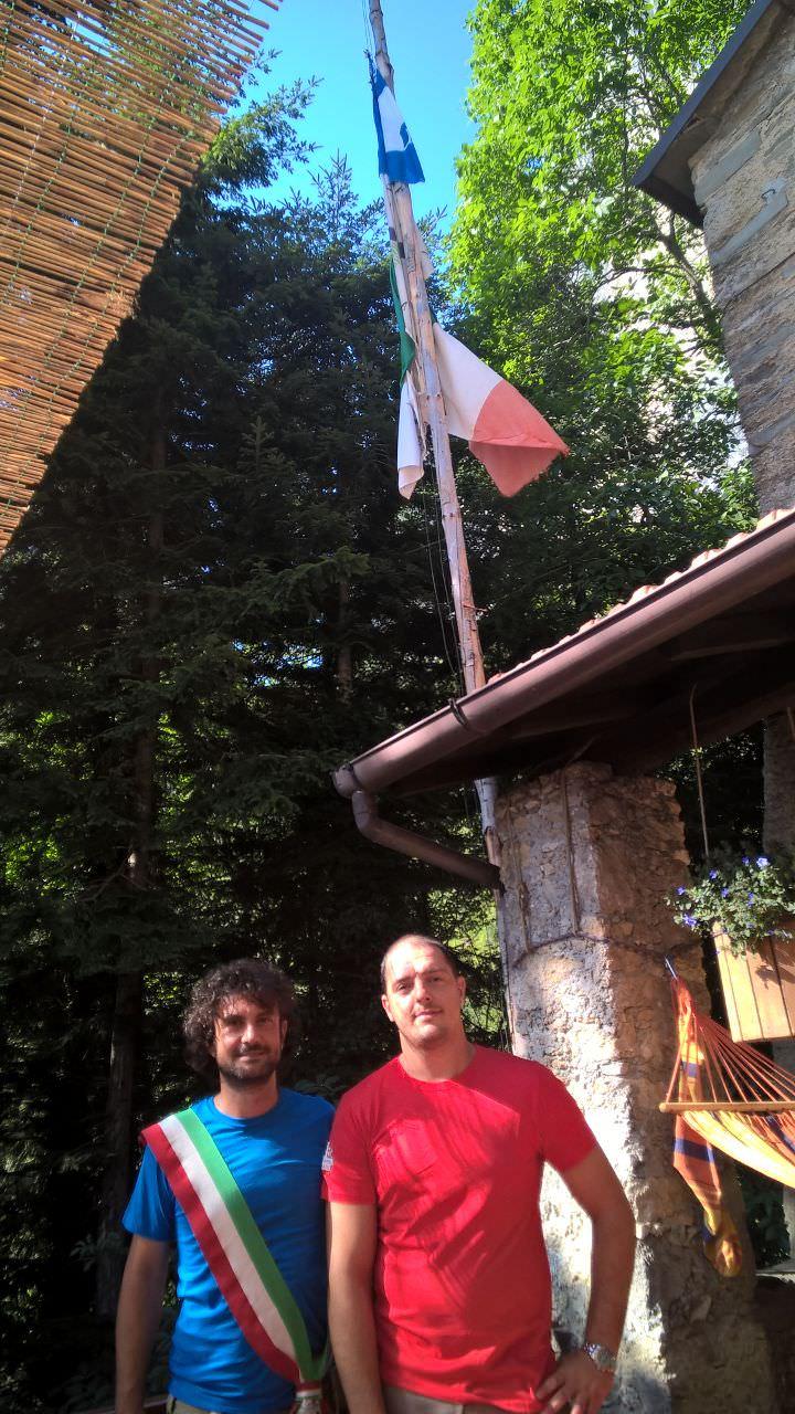 La Bandiera Blu di Forte dei Marmi svetta sulle Apuane