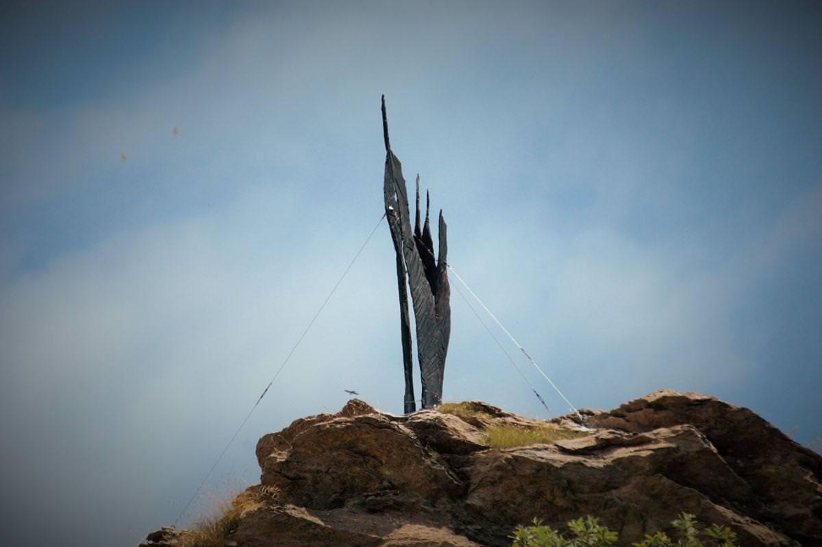 Una scultura al Passo dell'Alpino. La nuova impresa artistica di Stefano Pierotti