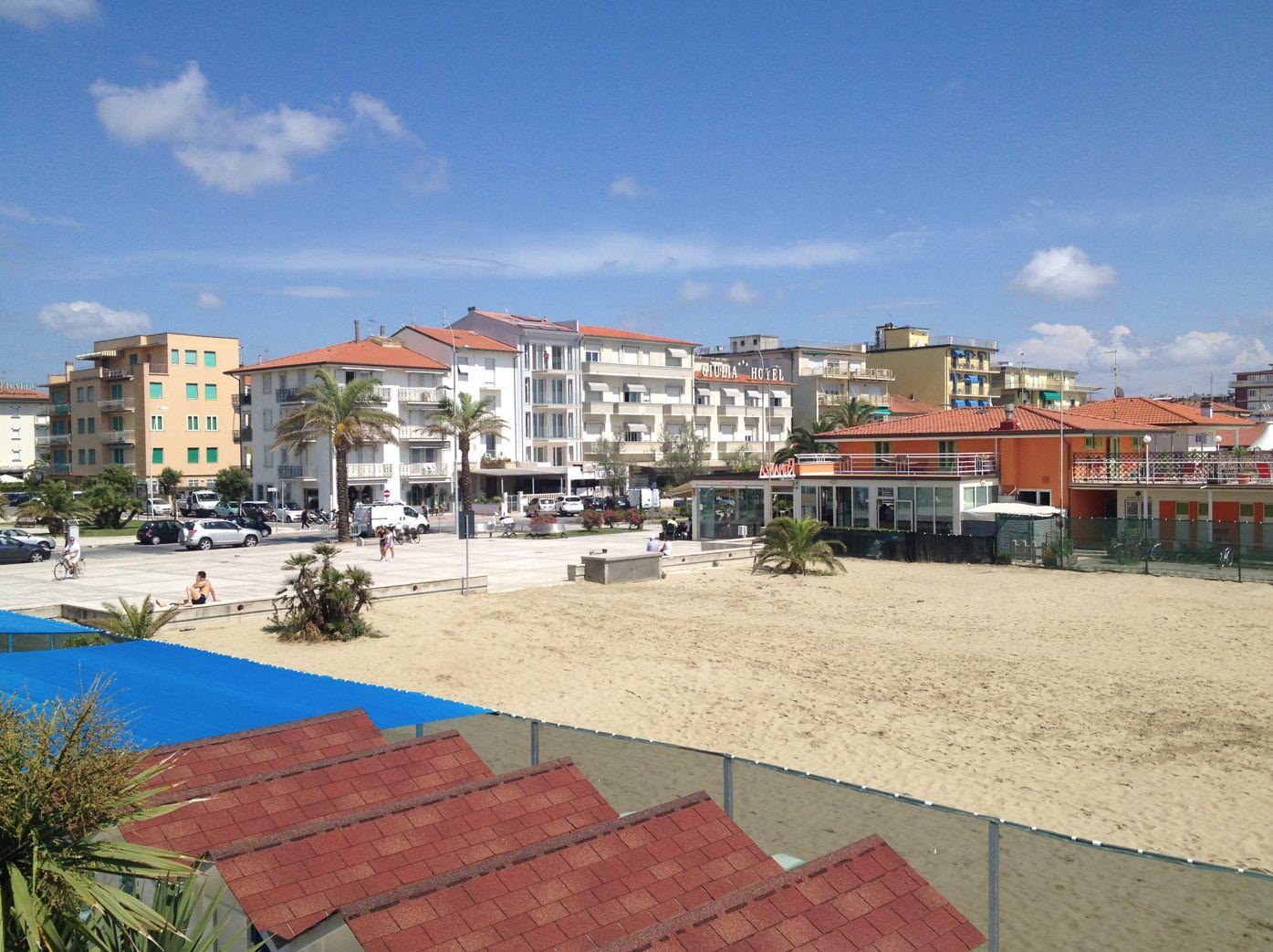 Bagnini e punti ristoro anche sulla spiaggia libera