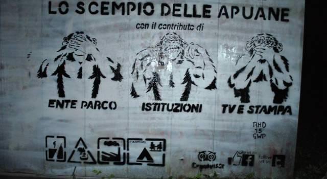 No allo scempio delle Apuane, i writers versiliesi colpiscono ancora (foto)