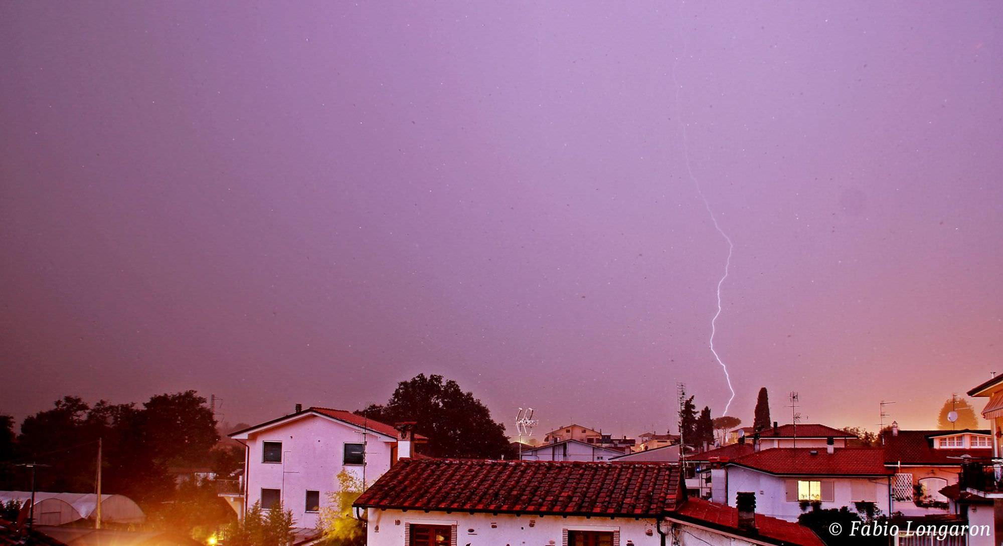 Fulmini a raffica in Versilia (le foto)