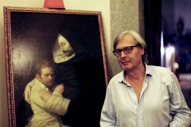 Vittorio sgarbi in visita alla mostra di riccardo tommasi for Di ferroni