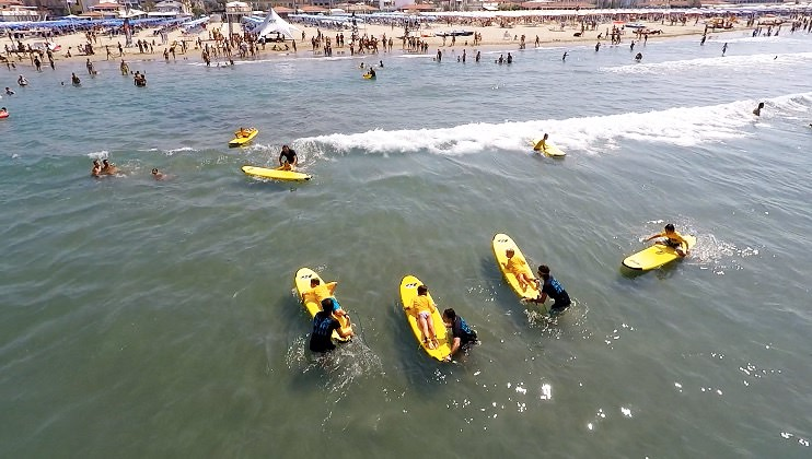 Torna LidoSurfCity, lezioni gratis in mare