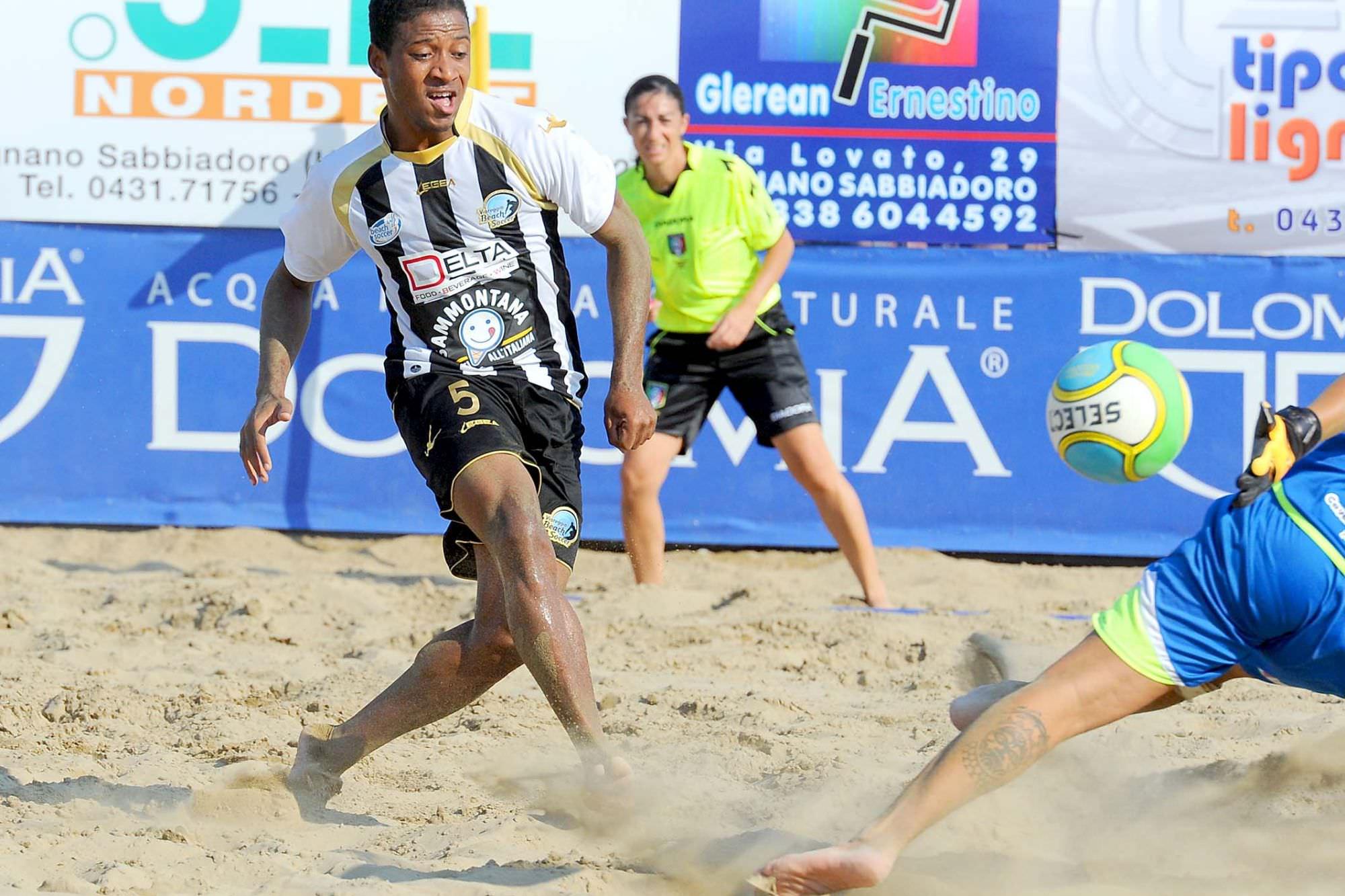 Beach soccer, le semifinali scudetto: Viareggio-Samb e Catania-Terracina