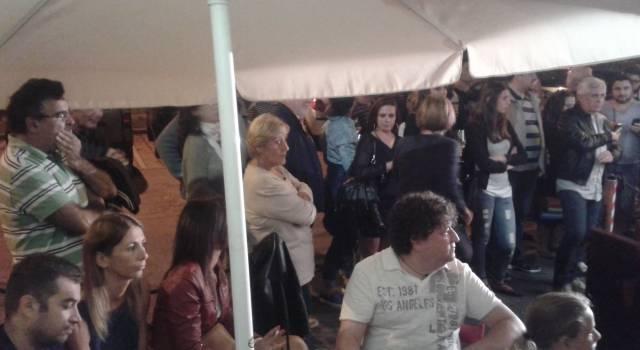 Bagno di folla per la presentazione del Cgc. E il sindaco prova a salvare il palazzetto
