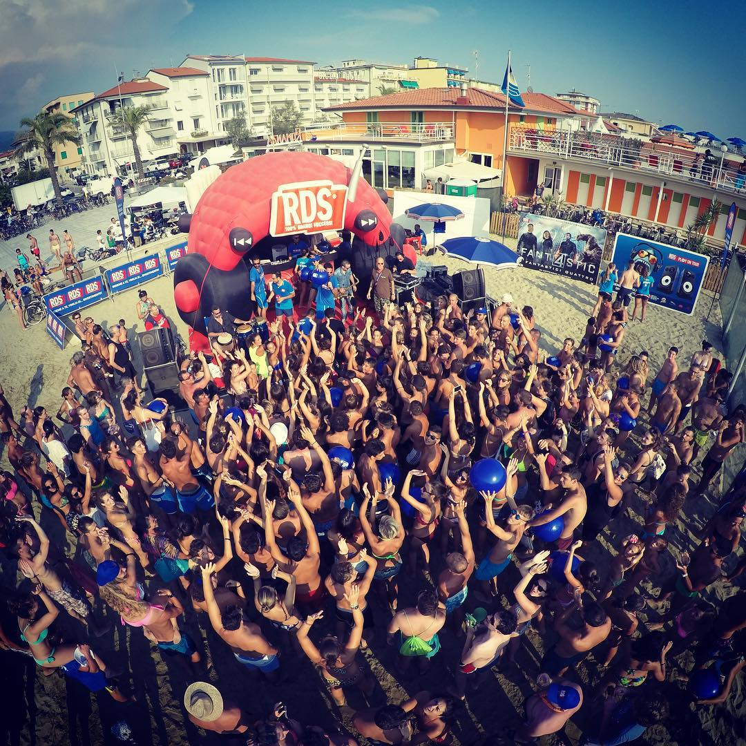 RDS play on tour torna in Versilia, grande festa a Lido di Camaiore