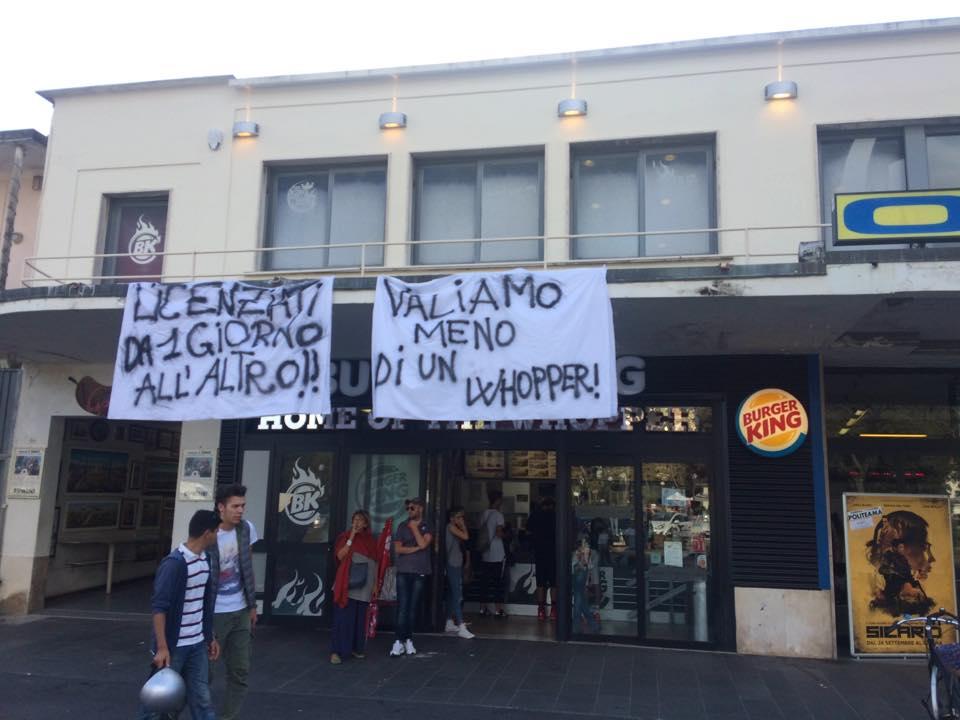 Protesta dei lavoratori di Burger King in Passeggiata
