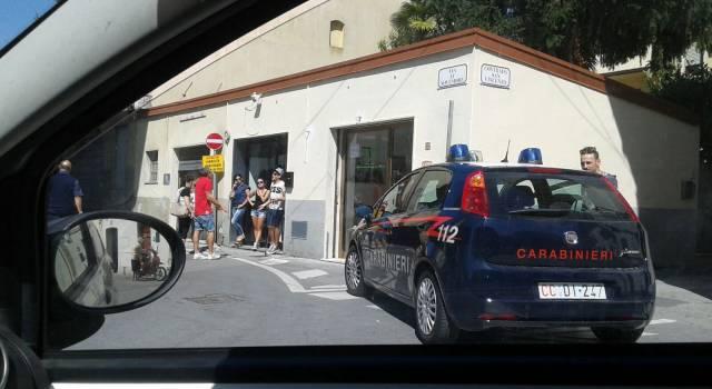 Furto in pieno centro a Camaiore, rubata merce per 4 mila euro (foto)