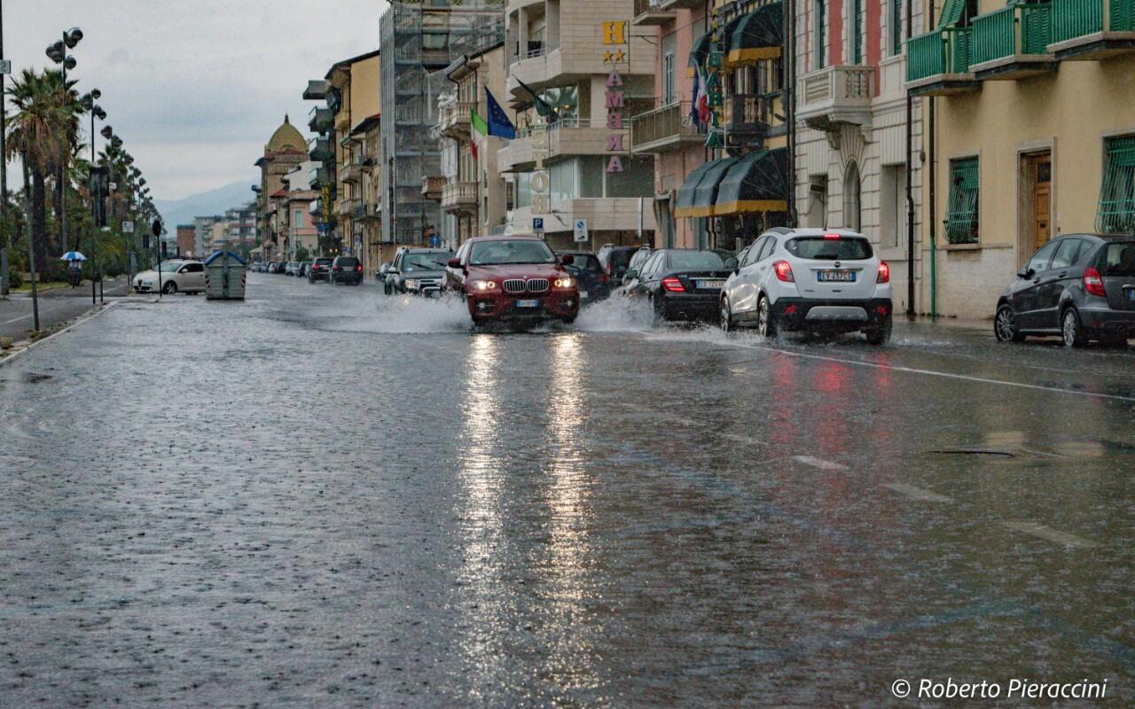 Nuova allerta meteo in Versilia: rischio piogge, venti e mareggiate