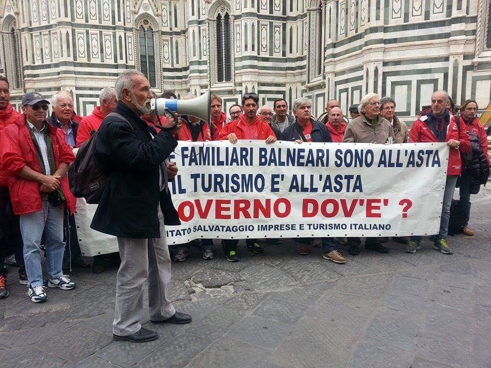 Protesta dei balneari sotto la Regione contro l'aumento dei canoni demaniali