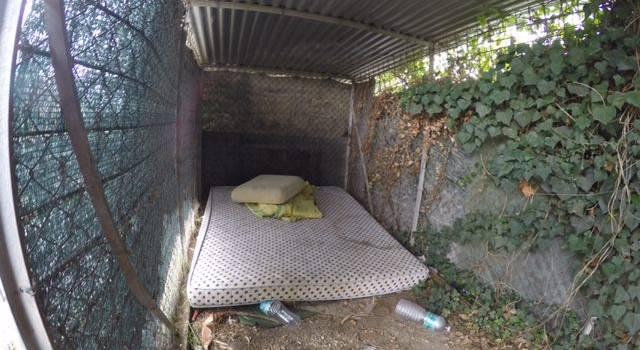 Dormitorio abusivo con vista binario