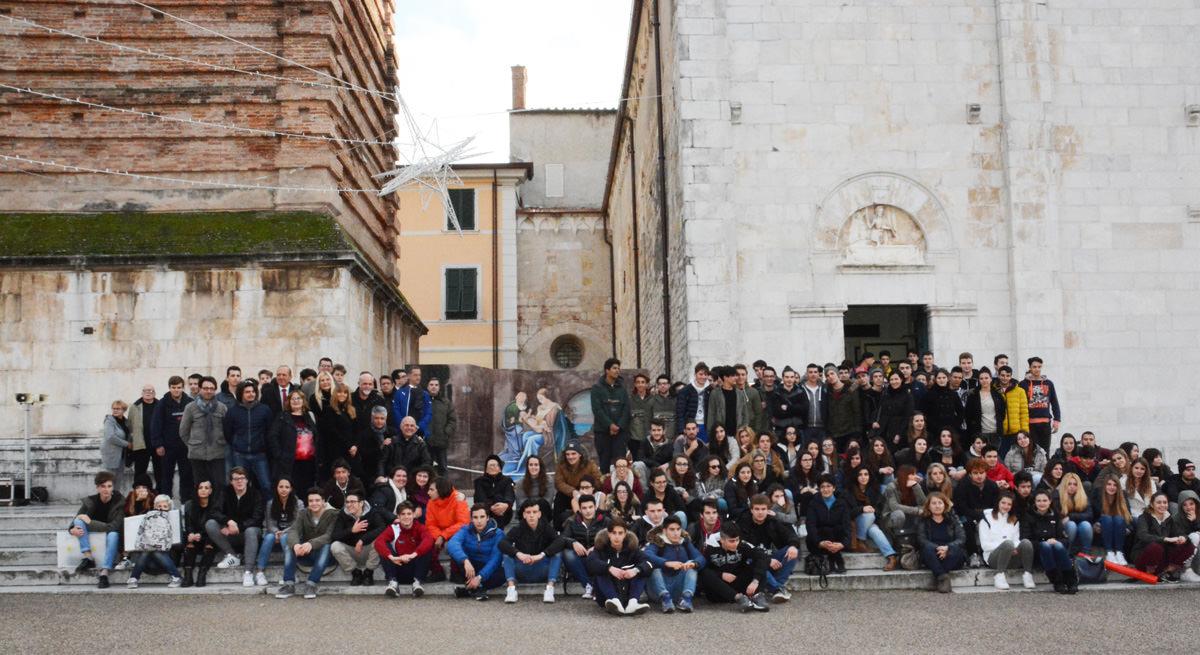Il presepe in 3D degli studenti sul Sagrato del Duomo