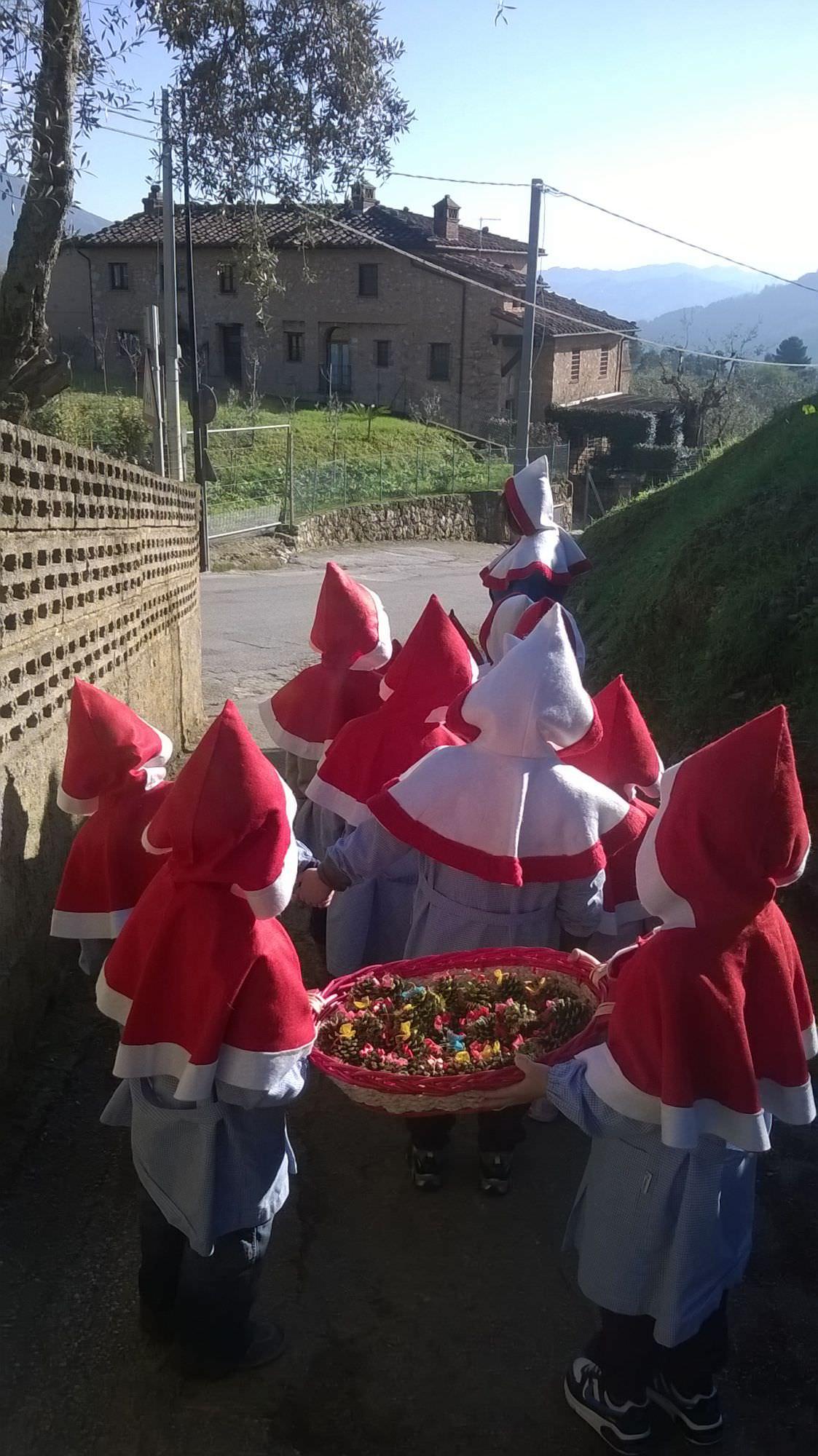 """"""" A Natale doniamo un sorriso"""" con i bambini della scuola materna Santa Lucia"""