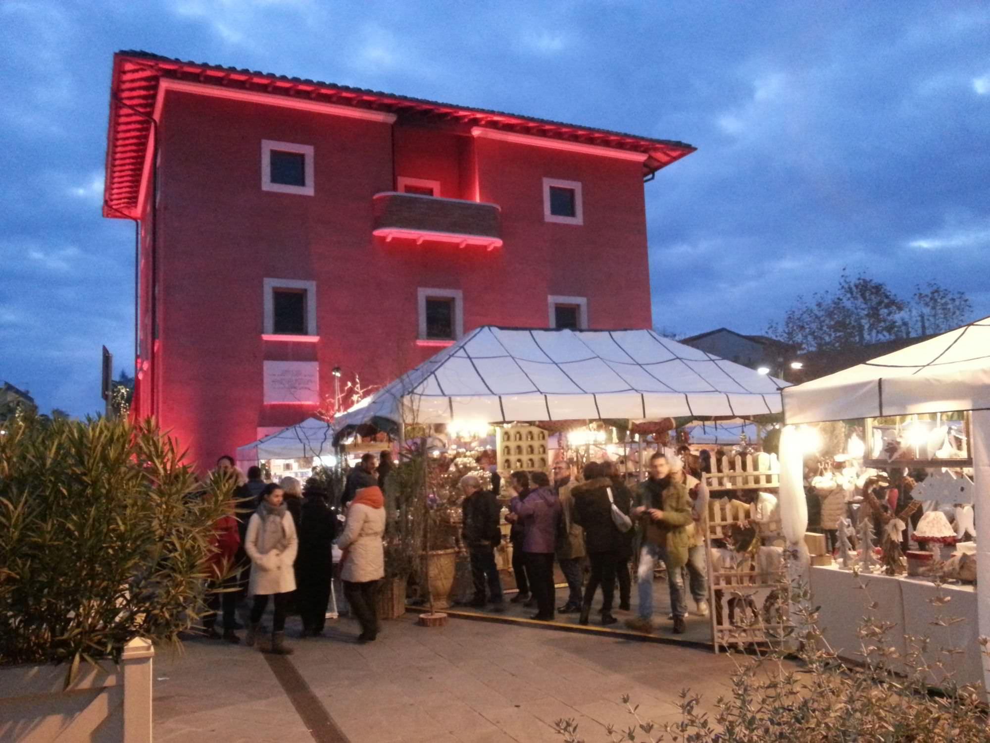 Natale a Forte dei Marmi. Atmosfere magiche tra luminarie, musica, mercatini e tanti eventi