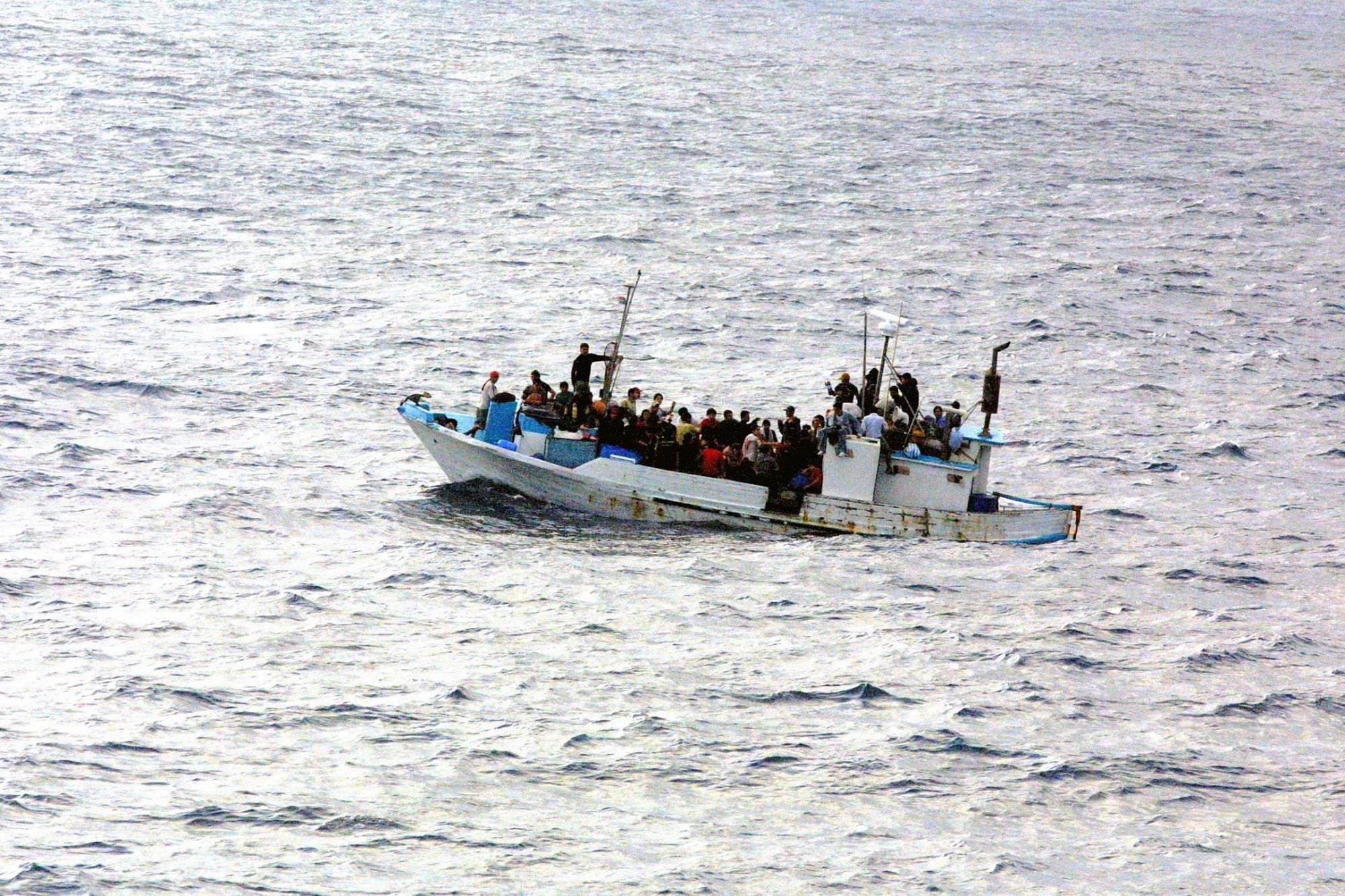 Migranti a Pietrasanta, la Cgil condanna molotov e  dichiarazioni razziste