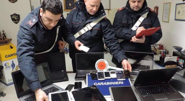Sfondano la vetrina di un negozio di informatica e tentano la fuga. Due arresti a Pietrasanta