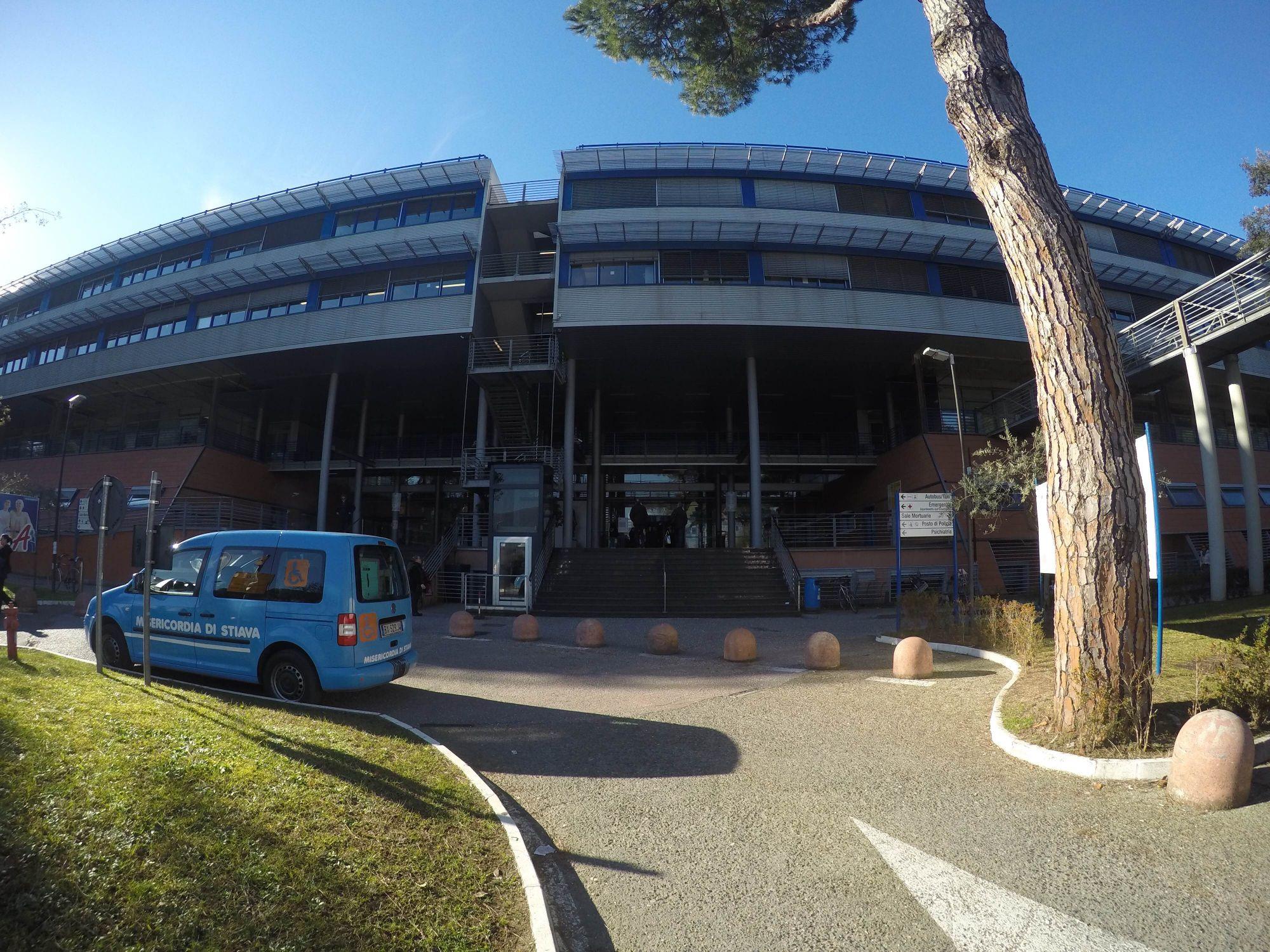 Covid, Uil Lucca: Ospedale Versilia al limite, pazienti trasferiti a Pisa