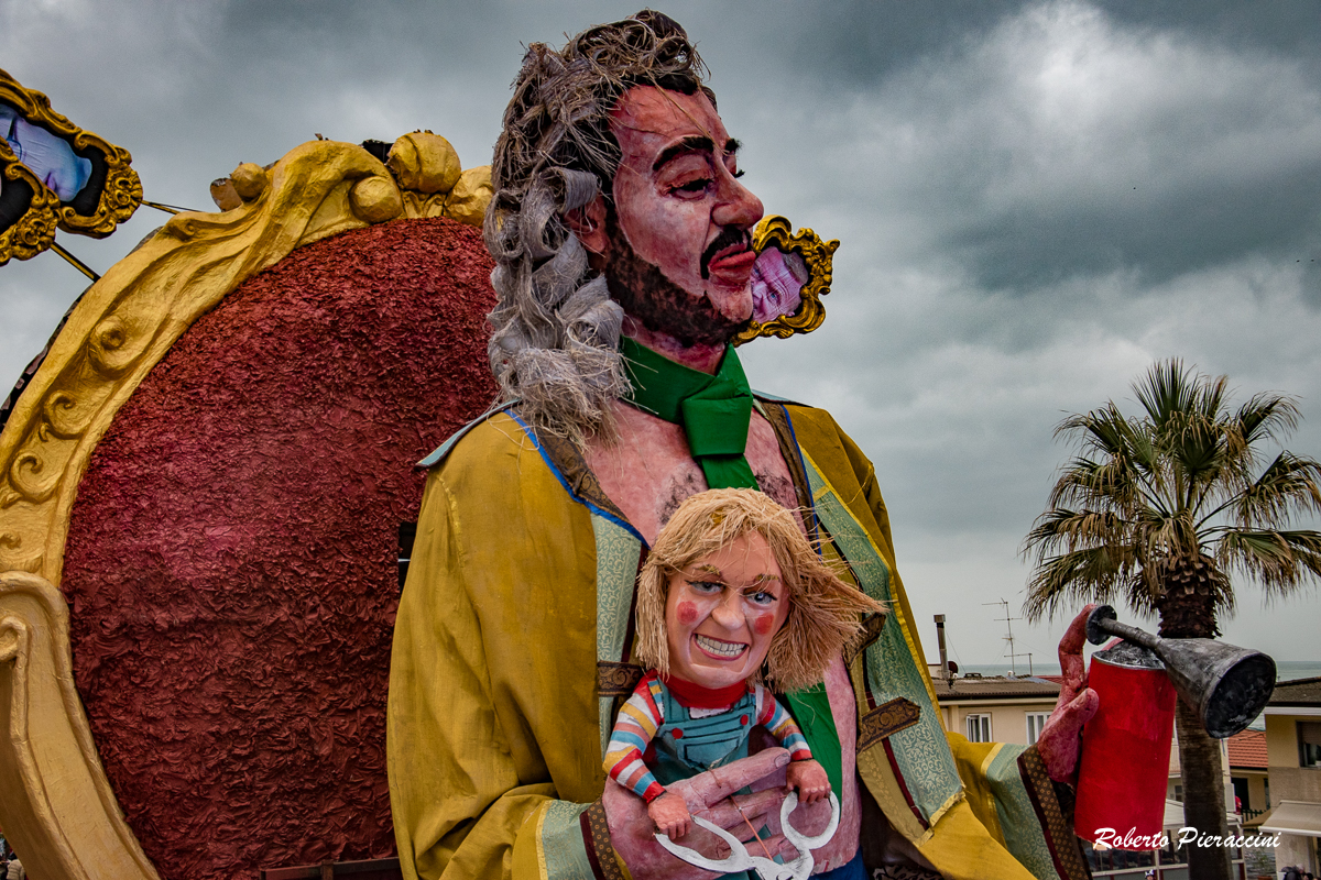"""Leghista difende il carro anti-Salvini: """"Al Carnevale la satira è sovrana"""""""