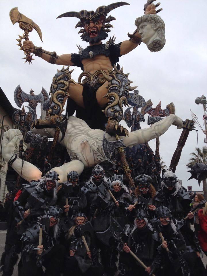 Da Bellinzona al Carnevale di Viareggio