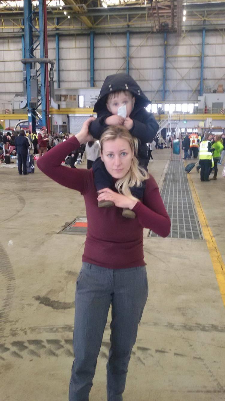 Col figlio di 13 mesi sotto l'attacco dei terroristi