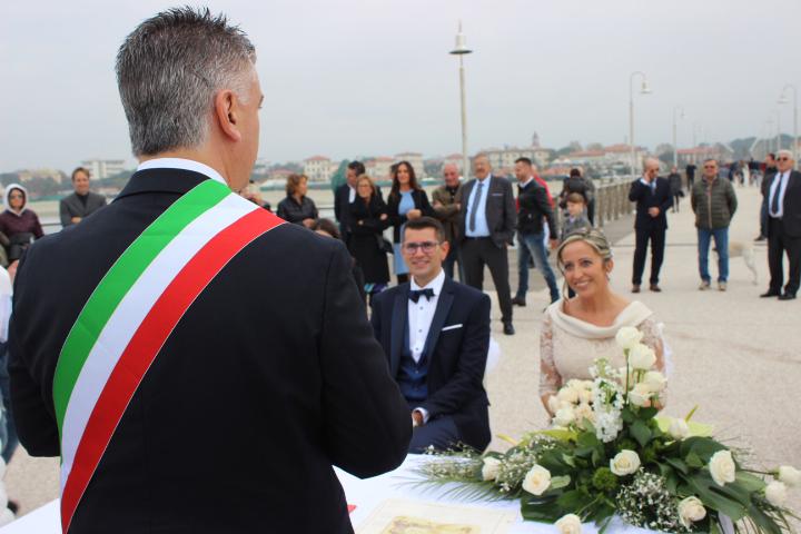 Matrimonio Spiaggia Viareggio : Matrimonio in spiaggia e non solo a pietrasanta comune
