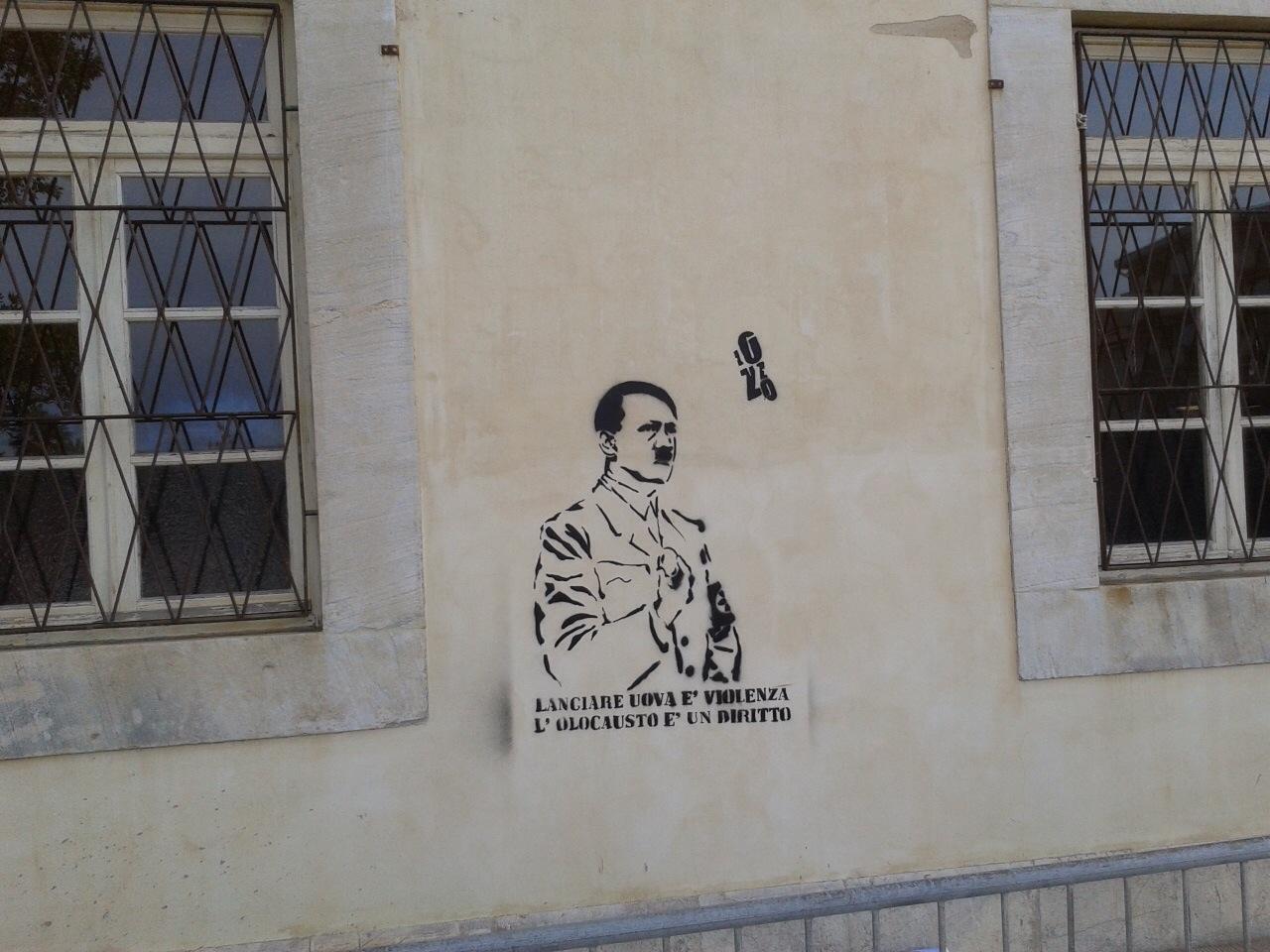 Hitler e le uova, la provocazione sul muro di Palazzo delle Muse