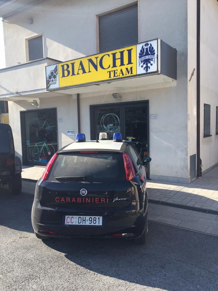 Furto al negozio di biciclette sulla Sarzanese