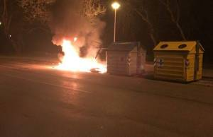cassonetto in fiamme