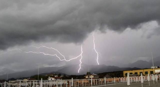 Fulmini a raffica in Versilia (foto)