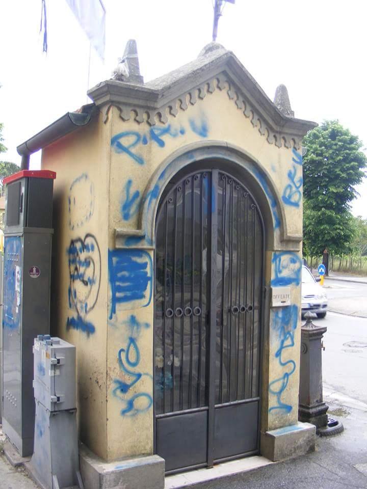 Vandalismi a Torre del Lago. Imbrattata la Marginetta della Madonnina