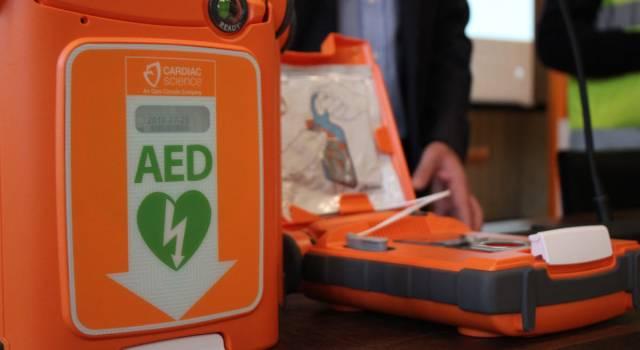 Un nuovo defibrillatore donato alla Fondazione Tiamo