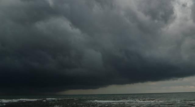 Maltempo, l'allerta diventa arancione: temporali e venti forti in Versilia e tutta la Toscana