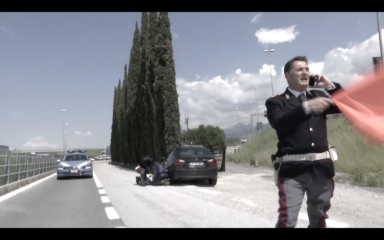 Il Giro d'Italia premia due agenti della Polstrada di Viareggio