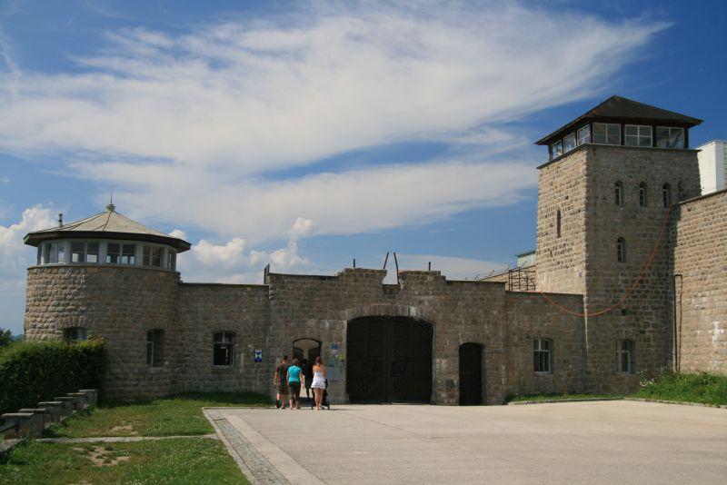 Cinque alunni della Scuola Secondaria di I grado Ugo Guidi in visita ai campi di sterminio di Dachau e Mathausen