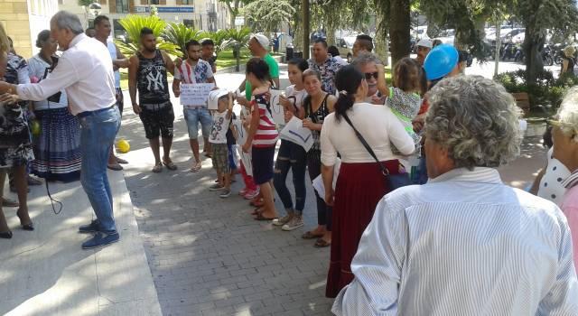 """Sgombero campo rom. """"Trentadue persone in mezzo alla strada"""""""