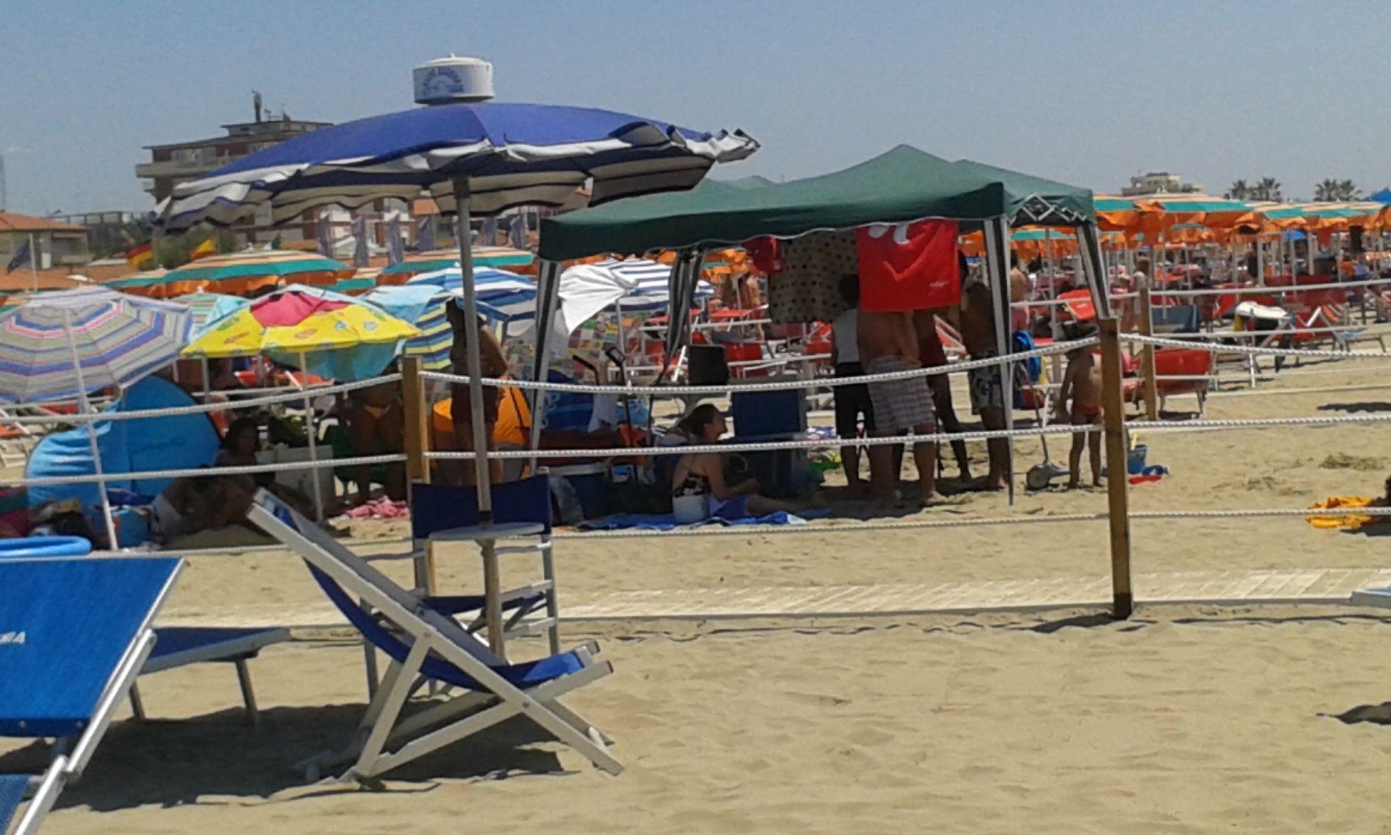Accampamenti e musica a tutto volume. Proteste per la spiaggia libera a Lido di Camaiore
