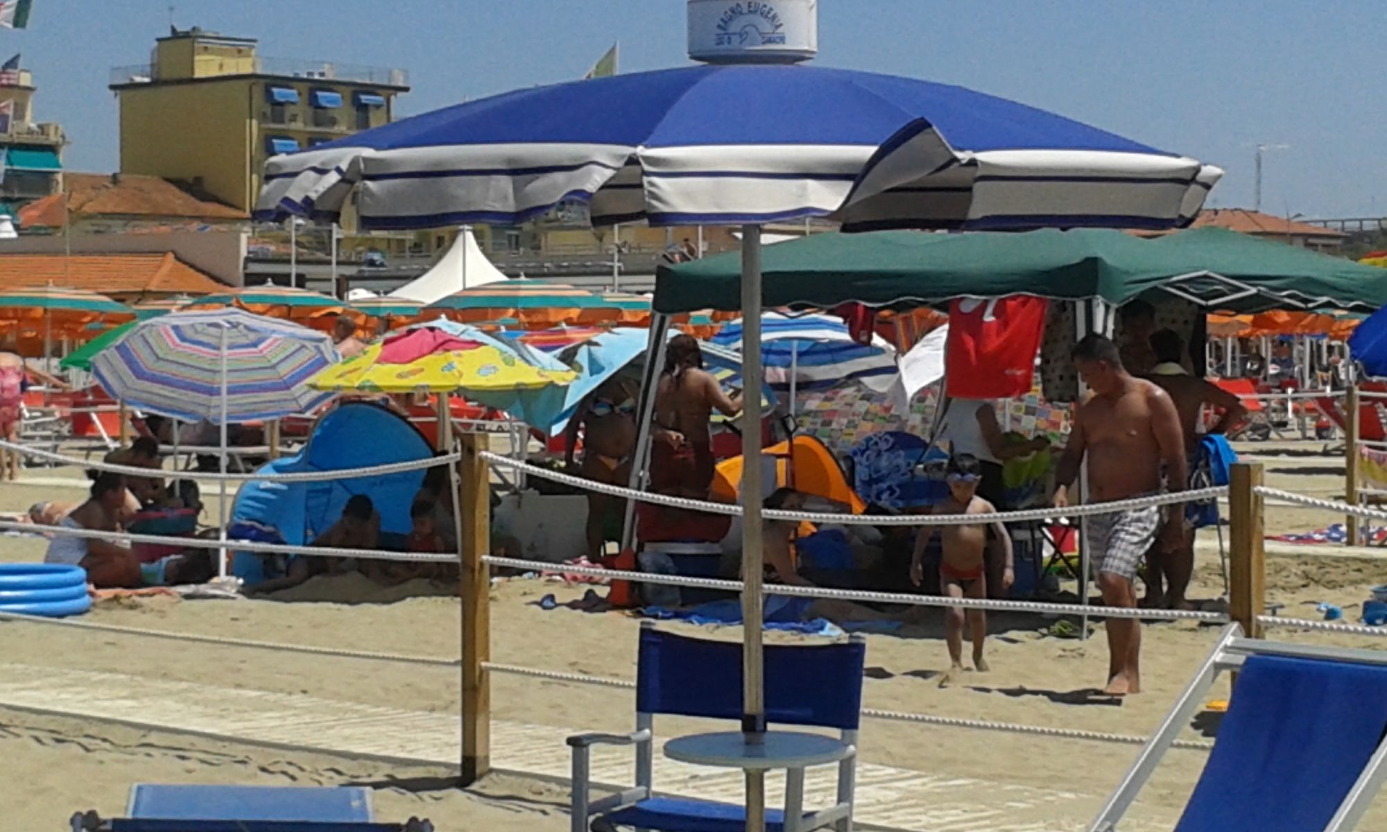 spiaggia libera lido di camaiore