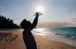 caldo africano spiaggia bere