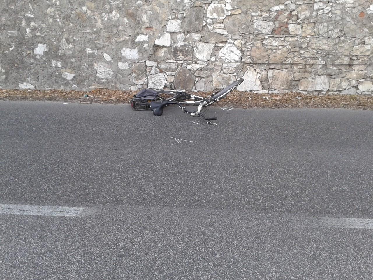 Incidente auto-bici: muore un uomo